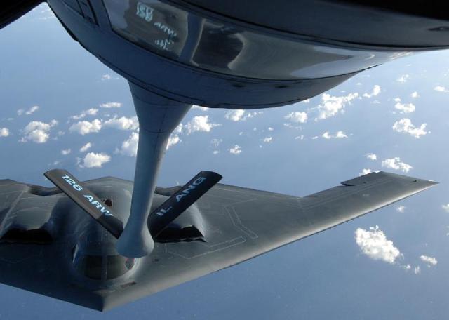 bomber-refueling